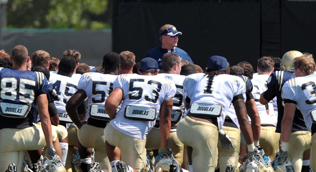 Notre Dame completed its third week of spring practice before breaking for Easter break in the middle of the week.  (Photo - Matt Cashore / USPresswire)