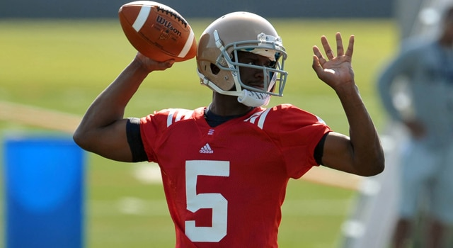 Everett Golson gives Notre Dame an X-Factor at quarterback that they have not had in a long time.  (Photo - Matt Cashore - USPRESSWIRE)