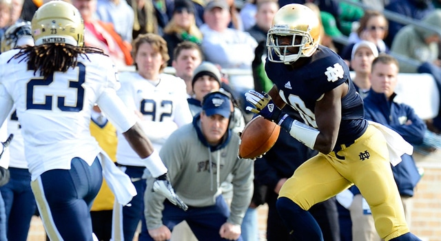 Notre Dame Fighting Irish wide receiver DaVaris Daniels (10) makes a catch against Pittsburgh Panthers defensive back Lafayette Pitts (23) during the first half at Notre Dame Stadium. (Photo: Mike DiNovo-US PRESSWIRE)