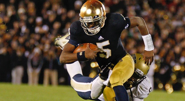 Notre Dame QB Everett Golston in game action during the NCAA football game between the Pittsburgh Panthers and the Notre Dame Fighting Irish at Notre Dame Stadium in South Bend, IN. (Photo: Matt Quinnan/Icon SMI)