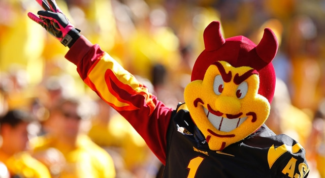 Notre Dame and Arizona State will face off against each other in Sun Devil Stadium in 2014 after all after reaching an agreement to keep the game on the 2014 schedule.  (Photo: Rick Scuteri / USA TODAY Sports)